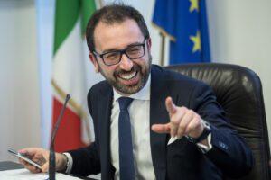 Fofò Bonafede, ministro daltonico con un chiodo fisso: più manette per tutti