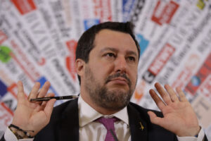 La bufala di Salvini e della Svizzera che ti accredita 500mila euro con un foglio