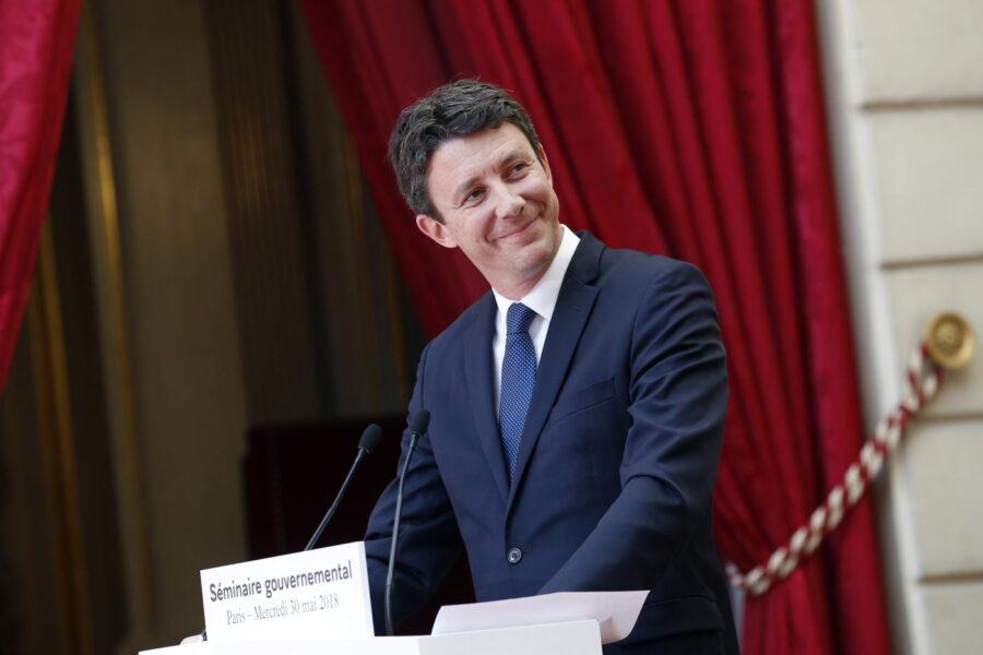 Scandalo Griveaux, la Francia si riscopre più bacchettona dell'Italia