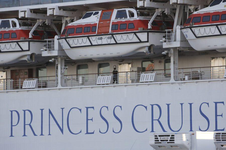 Coronavirus, sbarcano i passeggeri della Diamond Princess. In Cina i guariti superano i contagiati