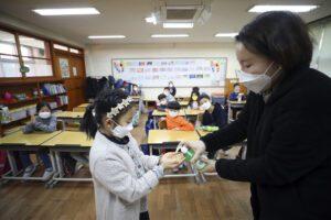 """Oms cerca di ricostuire la mappa dei contagi: """"Legami incerti con la Cina"""""""