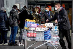 Lombardia, Piemonte e Veneto, i provvedimenti dell'emergenza: scuole chiuse, stop a serie A e niente Carnevale a Venezia
