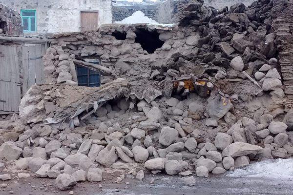 Terremoto magnitudo 5.7 in Iran al confine con la Turchia, 9 morti