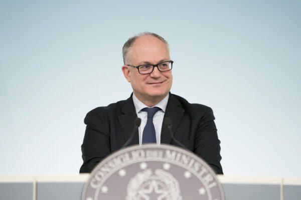 Elezioni suppletive, a Roma trionfa il ministro Gualtieri: i grillini crollano al 4%