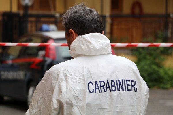 Spari in strada a Casoria, uomo raggiunto al collo e al torace: è in fin di vita