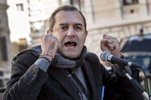 De Magistris pensa a farsi eleggere in Calabria e il Comune perde i fondi per il welfare