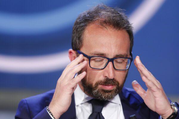 """Bonafede gioca a nascondino con i detenuti: """"Non si trovano i braccialetti elettronici"""""""