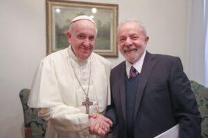 Schiaffo di Papa Francesco a Bolsonaro, Lula accolto in vaticano