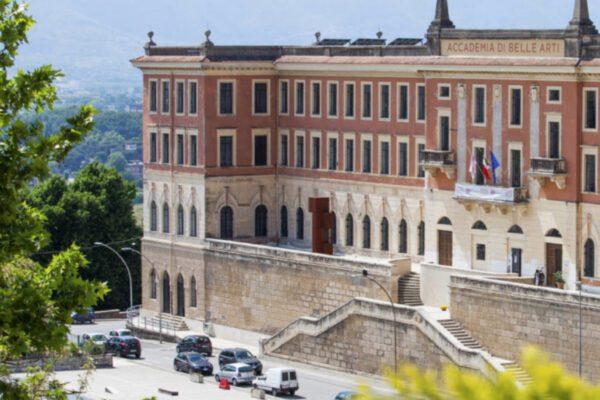 La sassaiola contro gli studenti cinesi a Frosinone era una fake news, prof denunciato per procurato allarme