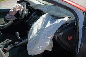 Bimbo schiacciato dall'airbag, come vanno usati seggiolino e 'ovetto'