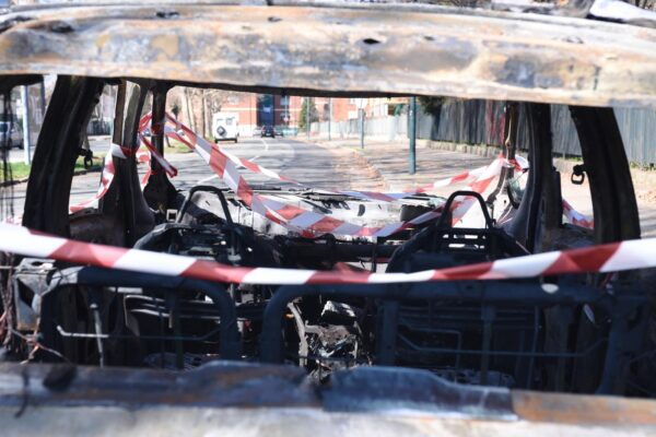 Bruciato vivo in auto, svolta nel giallo di Roccella: arrestata moglie, amante e figlio della donna