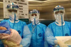 Coronavirus, in Cina mamma infetta dà alla luce una bimba sana