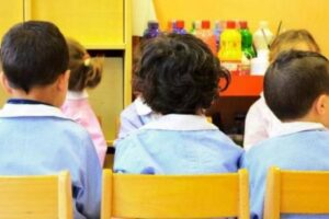 Parziale dietrofront di De Luca, riapre gli asili: I bambini fino a 6 anni potranno andare a scuola
