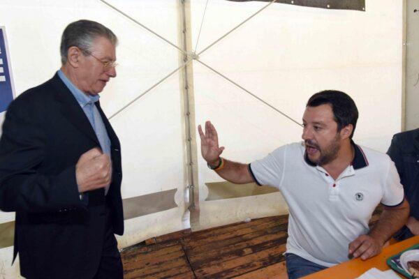 """Fuoco amico su Salvini, Bossi lo attacca: """"Sbaglia, il nazionalismo fa perdere la Lega"""""""