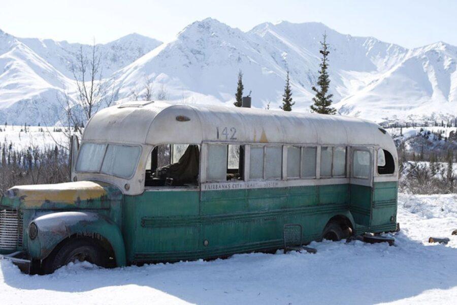 """Cinque turisti italiani soccorsi in Alaska: erano alla ricerca del bus di """"Into the wild"""""""