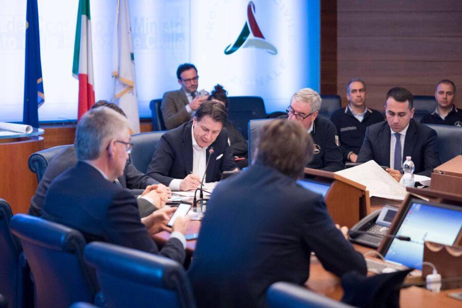 """Coronavirus, Conte: """"Pronti a Misure straordinarie"""". Salvini: """"Necessario chiudere i porti"""""""