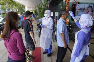 """Coronavirus, la Cina annuncia la scoperta di farmaci efficaci. Frena l'Oms: """"Non esistono terapie"""""""