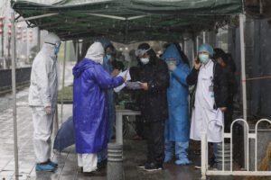 Coronavirus, il bilancio delle vittime sale a 1700: quasi 2mila contagi in un giorno