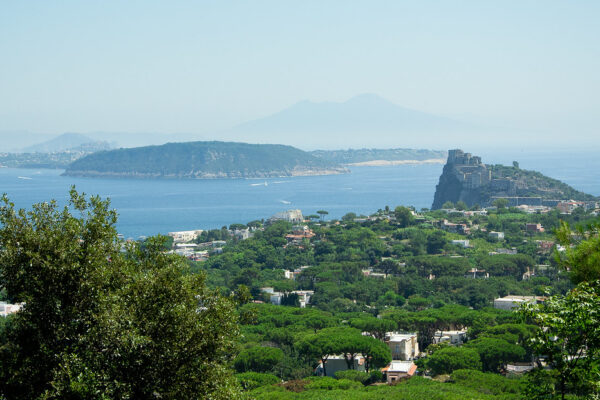 Coronavirus, Ischia: il prefetto di Napoli annulla l'ordinanza che vietava gli sbarchi di turisti lombardi e veneti