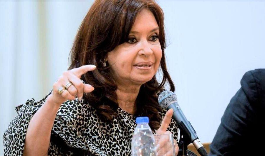 """Per la vicepresidente argentina Kirchner """"italiani mafiosi per genetica"""", scoppia il caso"""