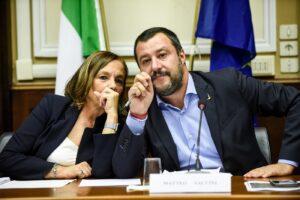 Mentre il mondo legalizza, Lamorgese fa peggio di Salvini: in galera anche i piccoli spacciatori