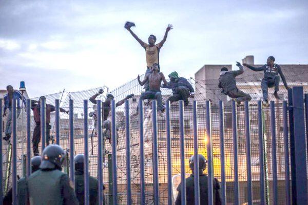 Migranti respinti, la Corte dei diritti dell'uomo dice che si può
