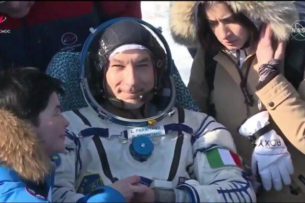 """""""Che viaggio"""", il ritorno sulla terra di Luca Parmitano dopo 201 giorni nello spazio"""
