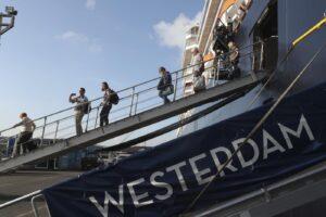 Coronavirus, buco nei controlli sulla nave Westerdam: individuati i 5 italiani scesi senza quarantena dopo caso di contagio