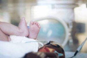Neonato sconfigge il Coronavirus, piccolo di un mese fuori pericolo dopo l'infezione
