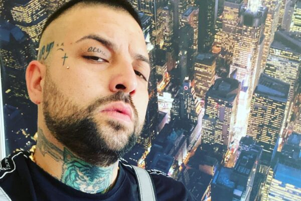 """Annullato concerto di Niko Pandetta, il cantante si ribella: """"Basta associarmi alla mafia, salirò comunque sul palco"""""""
