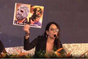 "Sanremo, Gessica Notaro contro Junior Cally: ""Entrambi abbiamo una maschera…"""