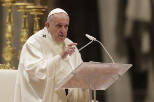 """Papa Francesco lancia l'allarme: """"C'è un processo contro il cristianesimo, è una minaccia che si vuole annientare"""""""