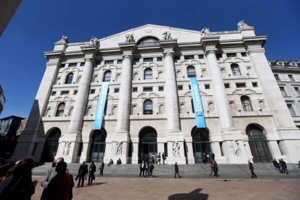 Il Coronavirus fa deragliare la Borsa, salgono lo spread e i timori per l'economia italiana