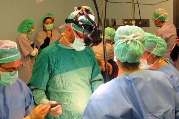 In Italia il primo intervento chirurgico al mondo con un visore per la realtà aumentata