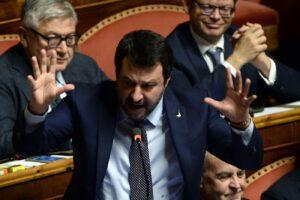 """Coronavirus, Salvini cavalca il malcontento: """"Referendum per uscire dall'Ue"""""""
