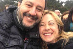 Foibe, polemiche a Basovizza: parla Gasparri e il Pd se ne va. Critiche per il selfie di Meloni e Salvini