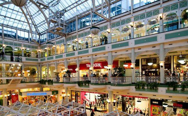 Lockdown a Natale, a rischio 25 miliardi di euro e milioni di posti di lavoro