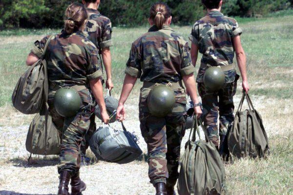 Gogna social contro soldatessa, video osè nelle chat dei militari