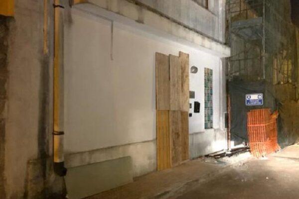 Attentato dinamitardo contro sindaco nel Leccese, ordigno esploso davanti il suo studio