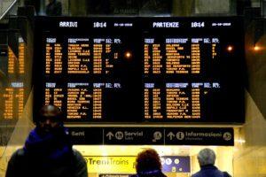 Caos coronavirus, i ritardi dei treni spezzano l'Italia in due: rimborso integrale dei biglietti