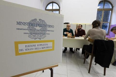 Suppletive senato, a Napoli crolla l'affluenza: alle 12 ha votato solo il 2,77%