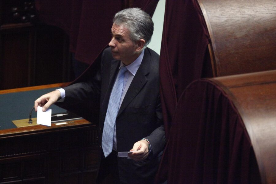 Bancarotta e riciclaggio, condannato a 8 anni l'ex senatore Nespoli