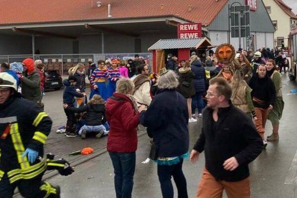 Germania, auto piomba sulla folla alla parata di Carnevale: decine di feriti, ci sono anche bambini