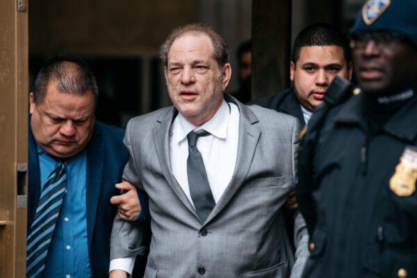 Caso Weinstein, condannato: rischia 25 anni di carcere