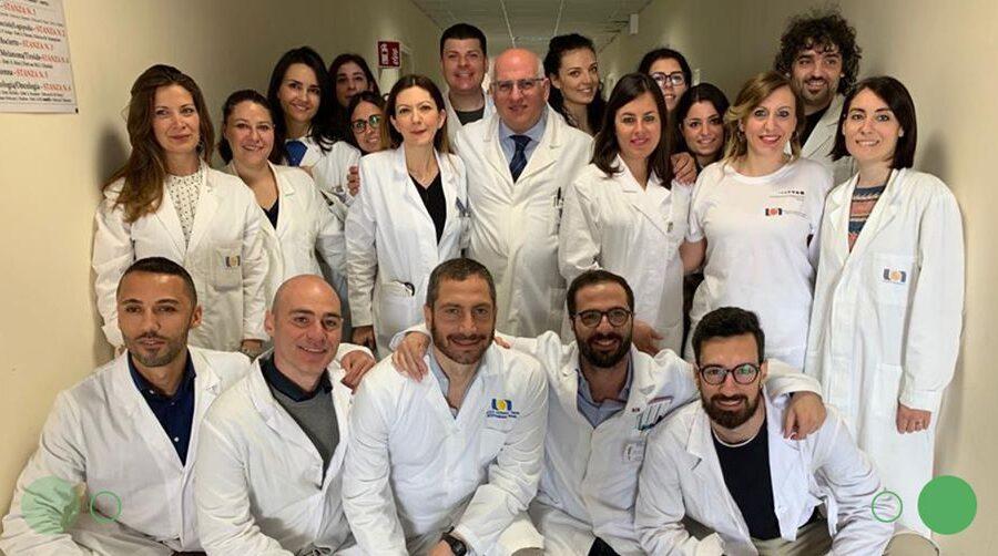 """Coronavirus, la cura Ascierto funziona: """"Erano gravissimi ma grazie al Tocilizumab sono salvi"""""""