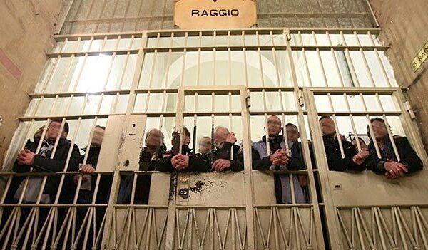 Riportiamo la legalità nelle carceri, l'appello congiunto Camere Penali e Riformista