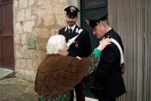 Carabinieri campioni di solidarietà, salvata anziana sola e a digiuno da giorni