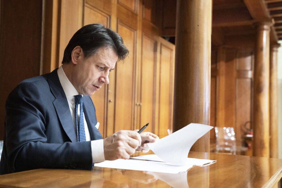 Conte basta protagonismo, burocrazia soffoca Italia, tutti insieme per uno Stato snello e veloce