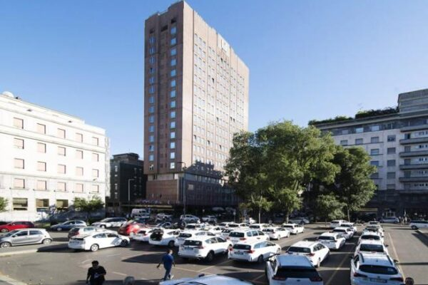 """Coronavirus, a Milano requisito primo hotel per la quarantena. Sala: """"Ce ne saranno altri"""""""