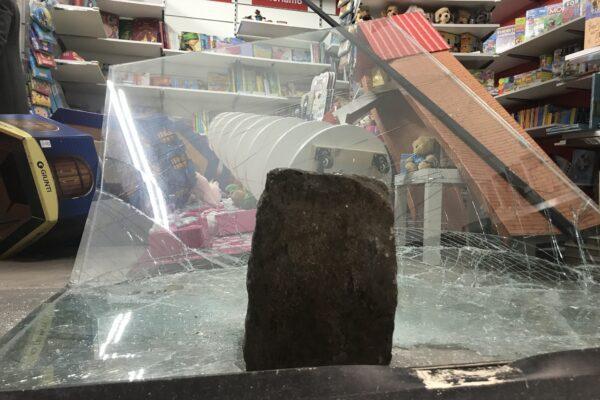 Napoli, devastata la libreria dei giovani a via Duomo: un sogno in mille pezzi